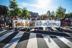 photo, 2016 Washington DC march protesting toxic prisons