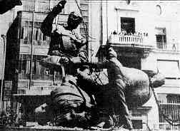 photo, in the Fall of 1983 activists removed the equestrian statue of Franco from the Plaza del Pais Valenciano in Valencia
