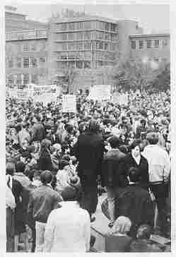photo of protest at Wayne State University, Detroit, May, 1968, showing large crowd with many signs and banners
