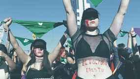 "Chile, women protest with ""A Rapist In Your Path"" (Un Violador en Tu Camino)"